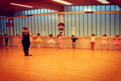 Plié listdansskóli, ballet (6-8 ára)
